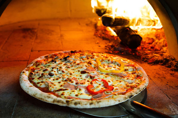 Pizza in Log oven